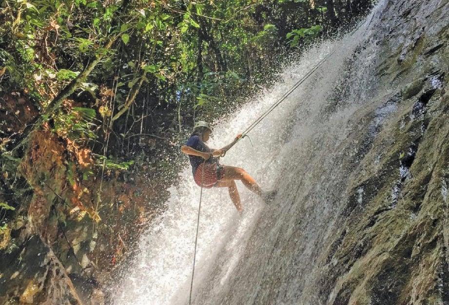 AKTIVITI tali tinggi juga boleh dilakukan di Air Terjun Ulu Gertum. FOTO Adlina Azmi