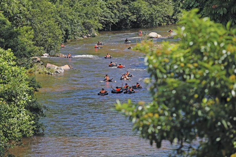 KEADAAN sungai yang tenang menjadikan aktiviti begitu santai.