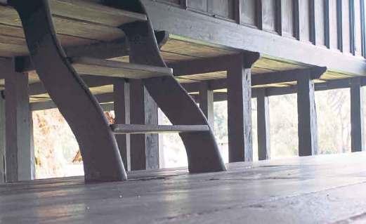 PROSES pembinaan rumah Terengganu ini menggunakan sistem tanggam dan pasak, tanpa paku besi.