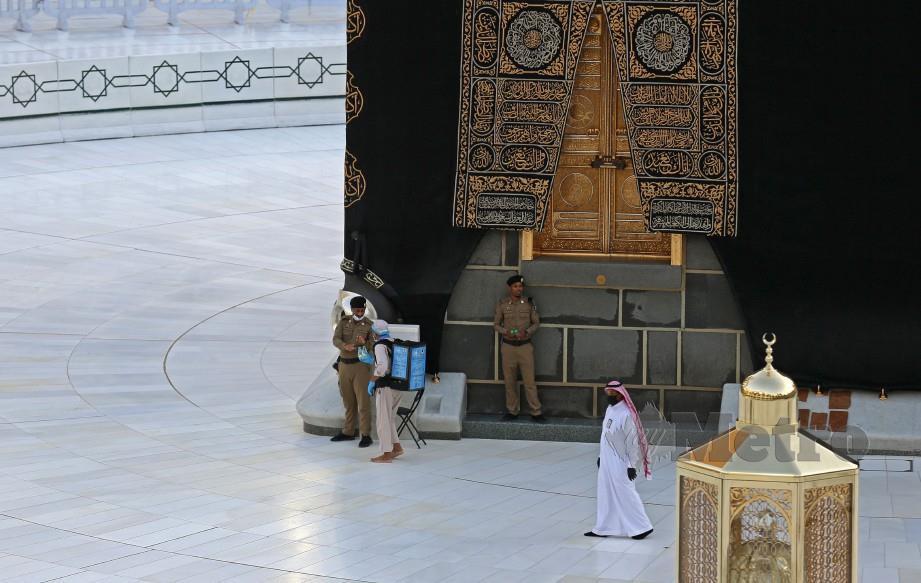 Arab Saudi melonggarkan sedikit sekatan 24 jam yang dikenakan di sesetengah tempat kecuali Mekah. FOTO AFP
