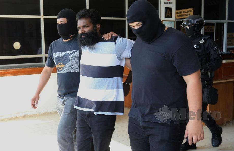 S Teran, dibawa ke Mahkamah Sesyen Segamat bagi pertuduhan dikaitkan LTTE. FOTO Adi Safri.