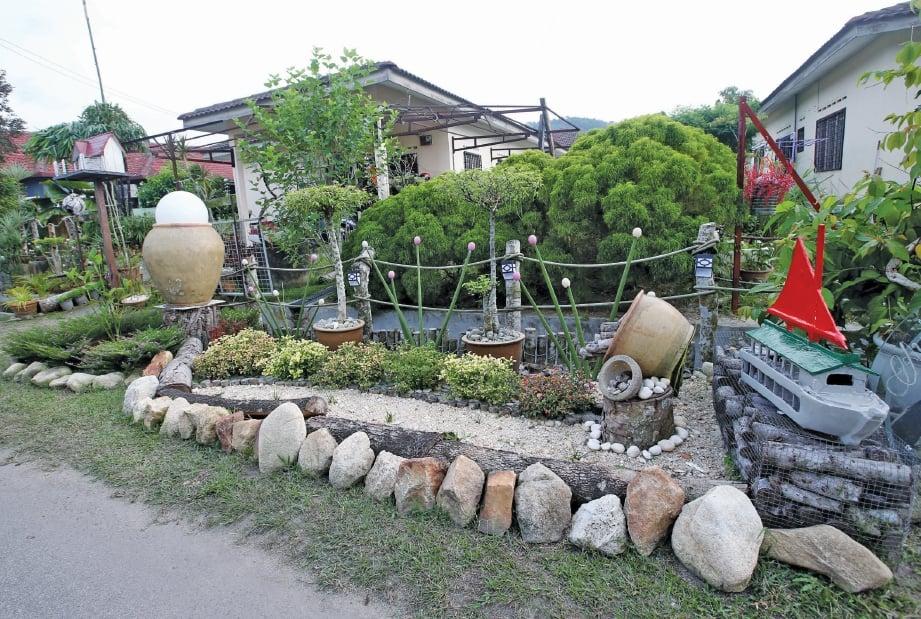 UNIK dan kreatif penataan taman dilakukan di rumah penduduk.