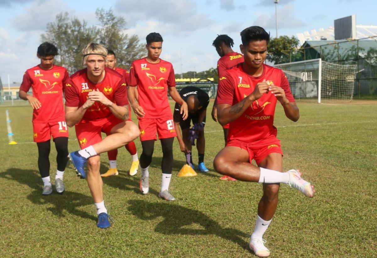 SKUAD Selangor gigih jalani latihan. FOTO Selangor FC