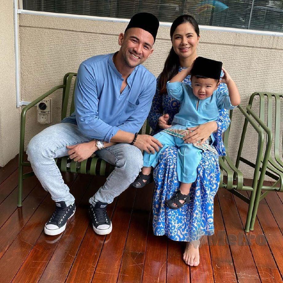 Sharnaaz dan Nabila bersama anak mereka ketika sambutan Aidilfitri, baru-baru ini. FOTO Instagram