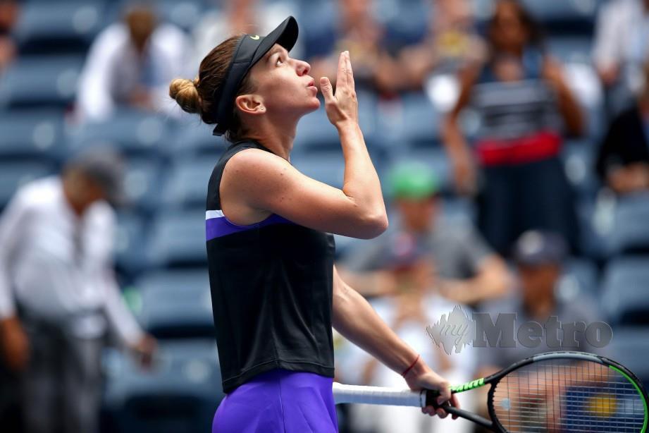 SIMONA lega selepas mengalahkan Nicole sekali gus mengatasi badi pusingan pertama Terbuka AS. — FOTO AFP