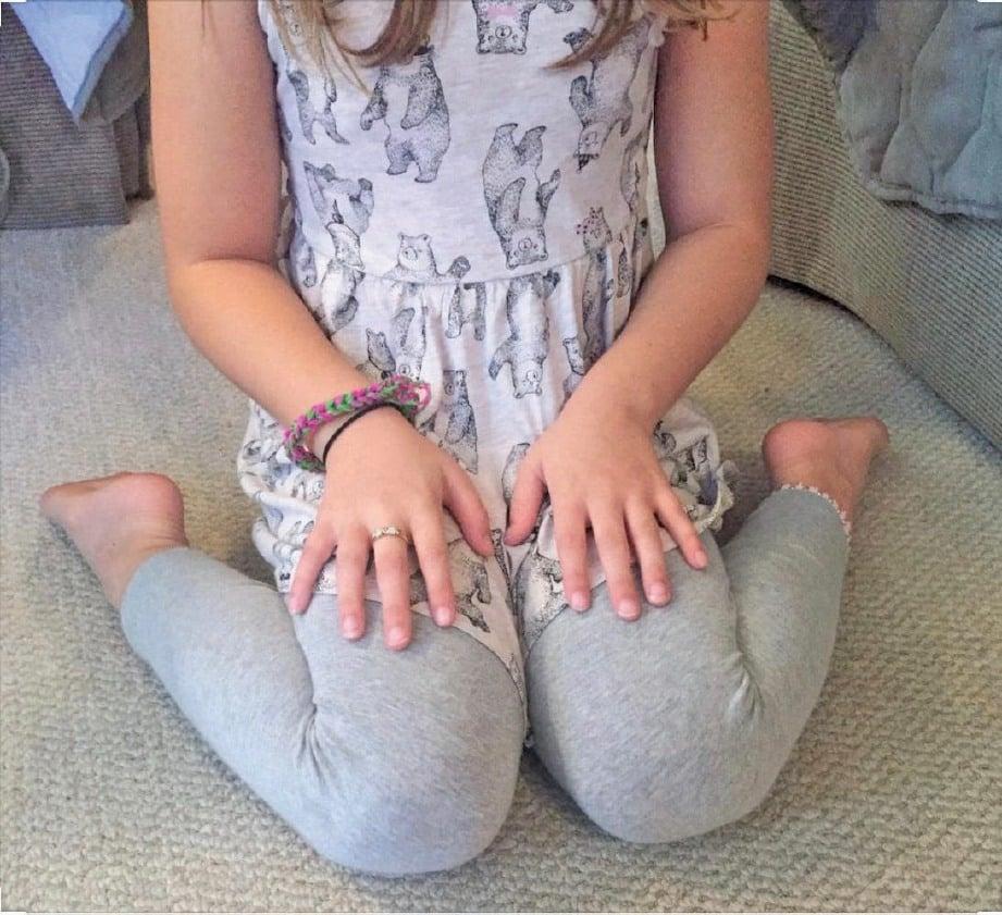 DUDUK bersimpuh katak sering berlaku pada kanak-kanak.