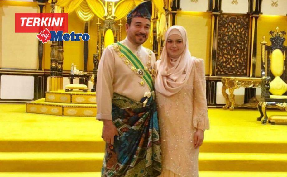 Datuk Siti Nurhaliza menerima gelaran Datuk Seri diberikan ) Sultan Pahang, Sultan Haji Ahmad Shah Al-Musta'in Billah Ibni Al-Marhum Sultan Abu Bakar, hari ini.