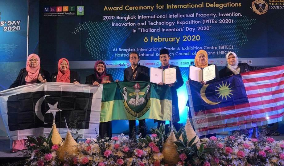 PELAJAR SMAASZA berjaya meraih pingat emas pada Pertandingan Harta Intelek, Rekacipta, Inovasi dan Teknologi Antarabangsa di Bangkok. FOTO Malik Muhamad