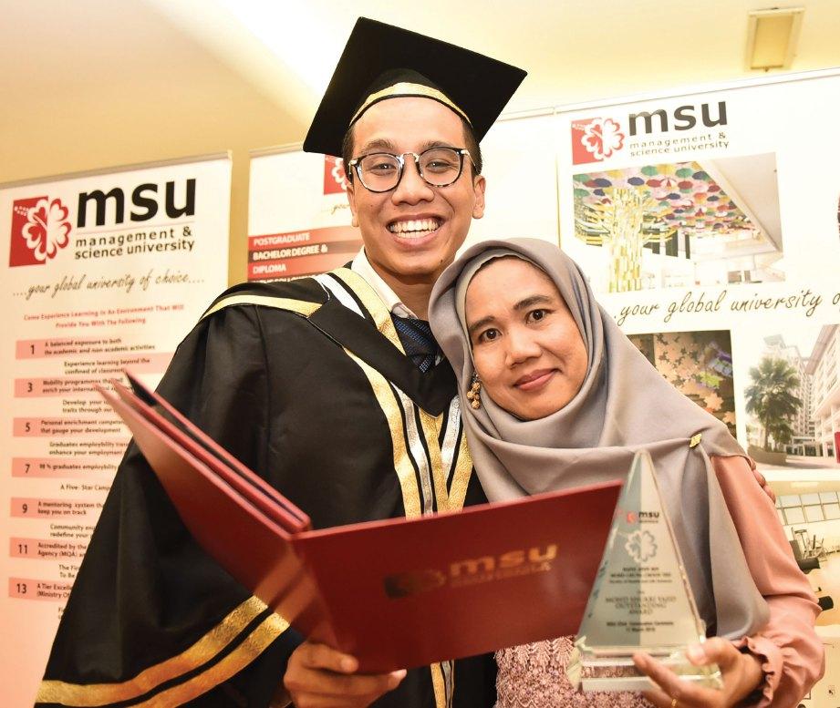 HAFIZ Afiff bersama ibunya.
