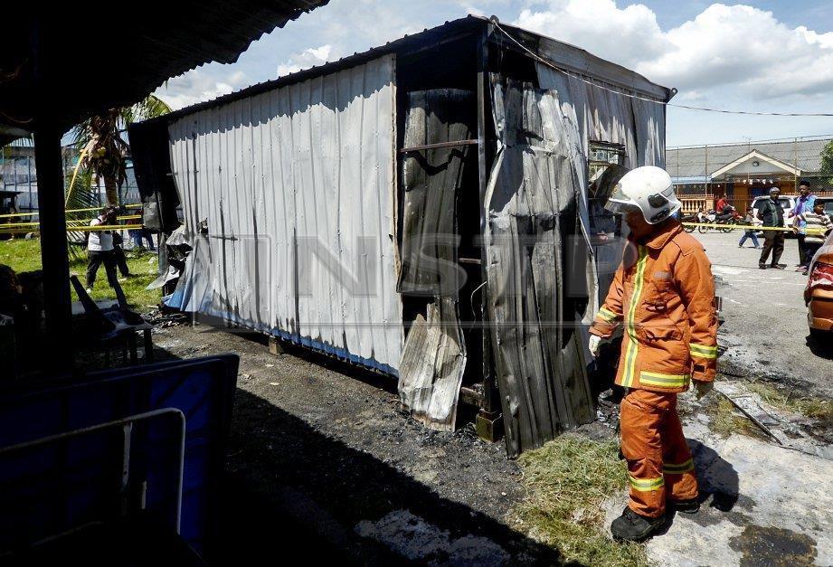 KABIN yang terbakar sehingga mengorbankan seorang kanak-kanak. FOTO Shahnaz Fazlie Shahrizal