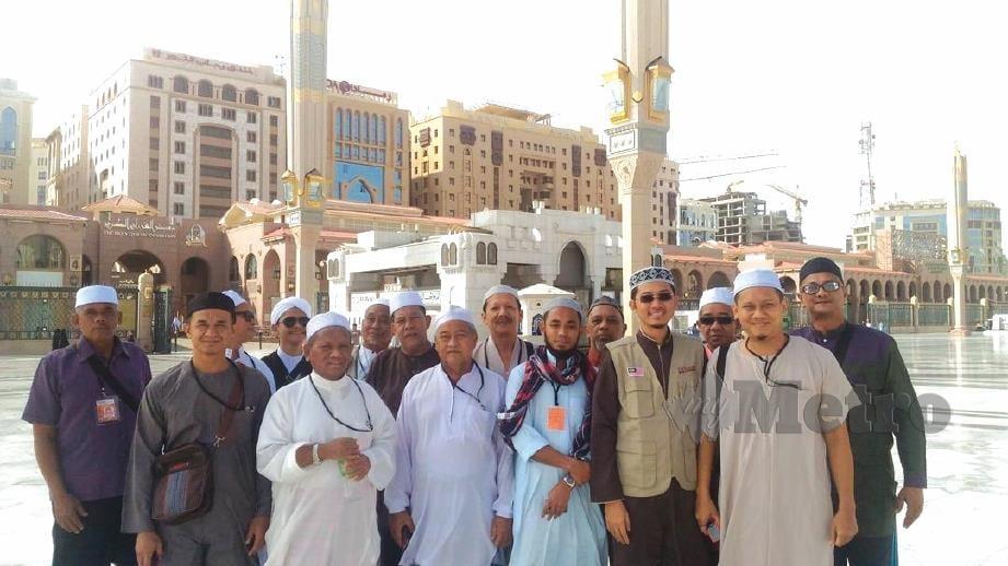 BERSAMA jemaah di Masjid Nabawi.