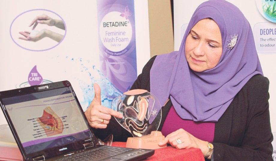 DR Nor Ashikin menerangkan kepentingan menjaga kesihatan faraj.