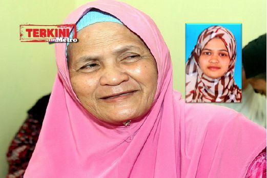 BEDAH ketika ditemui dirumahnya di Felda Ulu Denga, Kluang manakala foto kecil adalah gambar awrah anaknya. FOTO Adnan Ibrahim