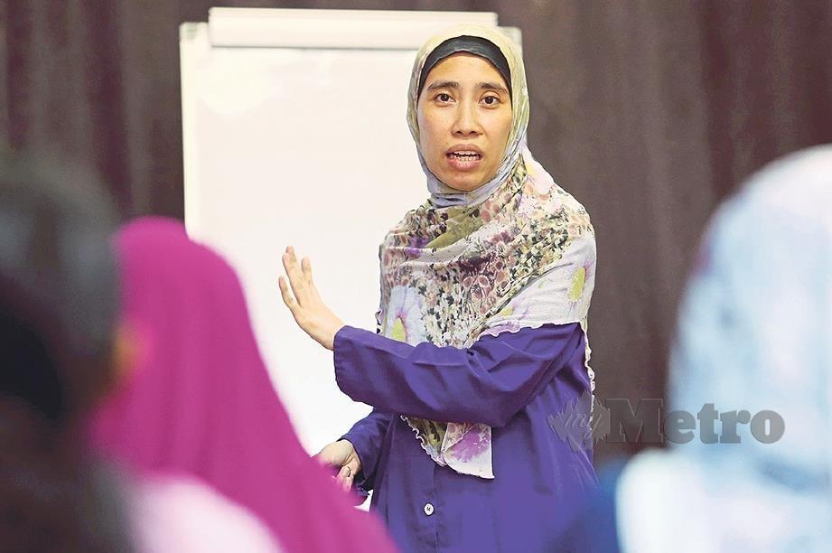DR Nurzarina ketika menyampaikan ceramah.