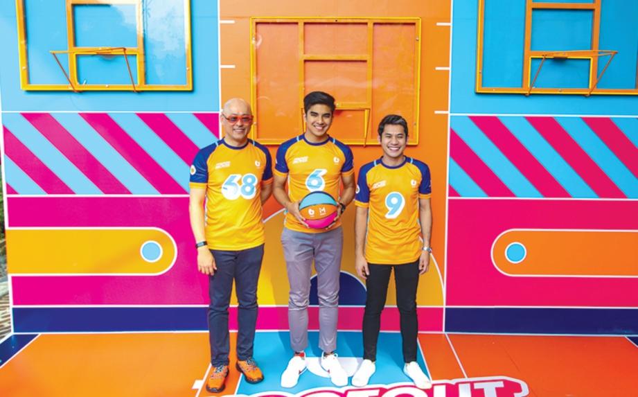MURAL gelanggang U Mobile dirasmikan bersama (dari kiri) Wong, Syed Saddiq dan Ahmed Faris.