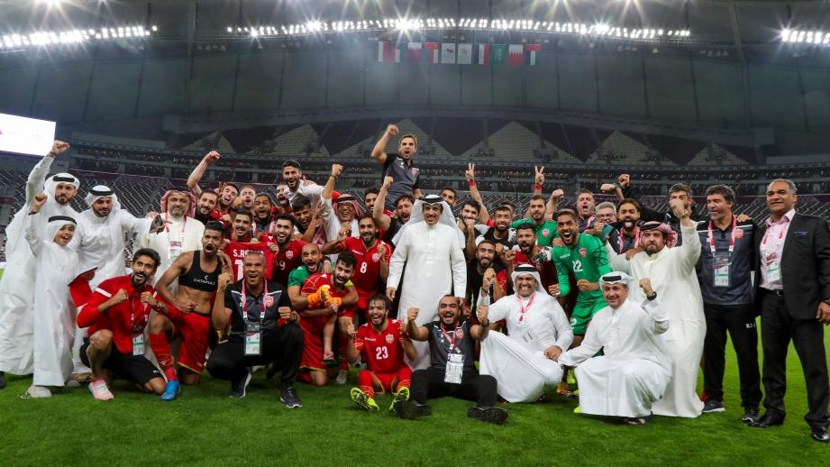 PEMAIN meraikan kemenangan mereka selepas perlawanan bola sepak Kumpulan B Arab Gulf Cup 24 di antara Kuwait dan Bahrain di Stadium Antarabangsa Khalifa di ibu negara Qatari Doha. FOTO AFP