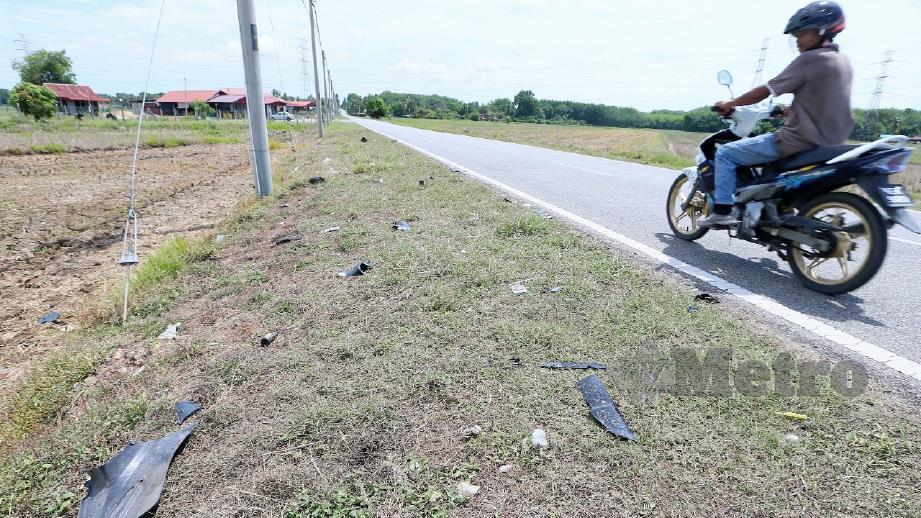 Lokasi kemalangan yang meragut nyawa Ahmad Tarmizi dan anaknya selepas motosikal ditunggang bertembung sesama sendiri. FOTO Amran Hamid