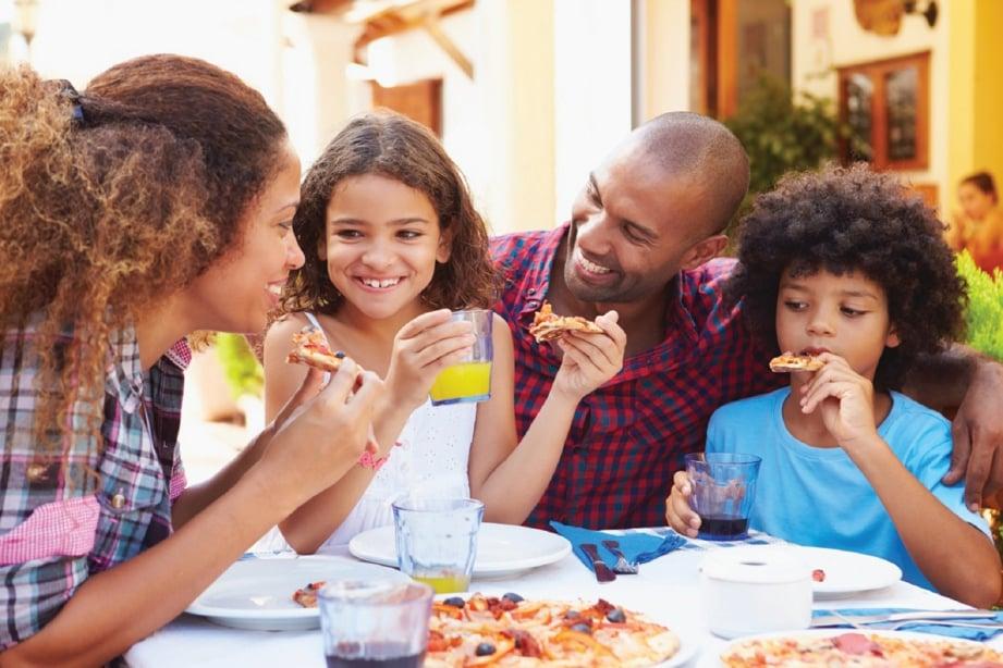 WAKTU makan adalah tempoh untuk bersama keluarga.