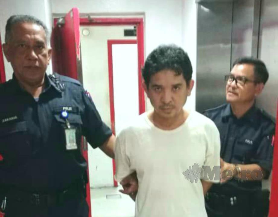 TERTUDUH yang dibawa ke mahkamah hari ini. FOTO Norizuan Shamsuddin.