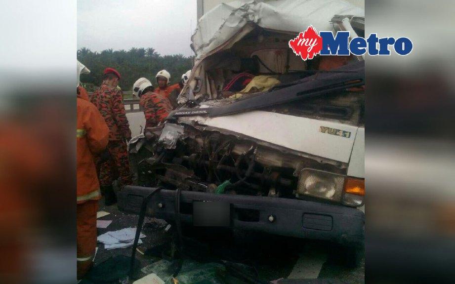 Kemalangan mengorbankan pemandu lori di Kilometer 423 Lebuhraya Utara Selatan arah utara dekat susur keluar Plaza Tol Bukit Tagar, Hulu Selangor hari ini. FOTO ihsan bomba