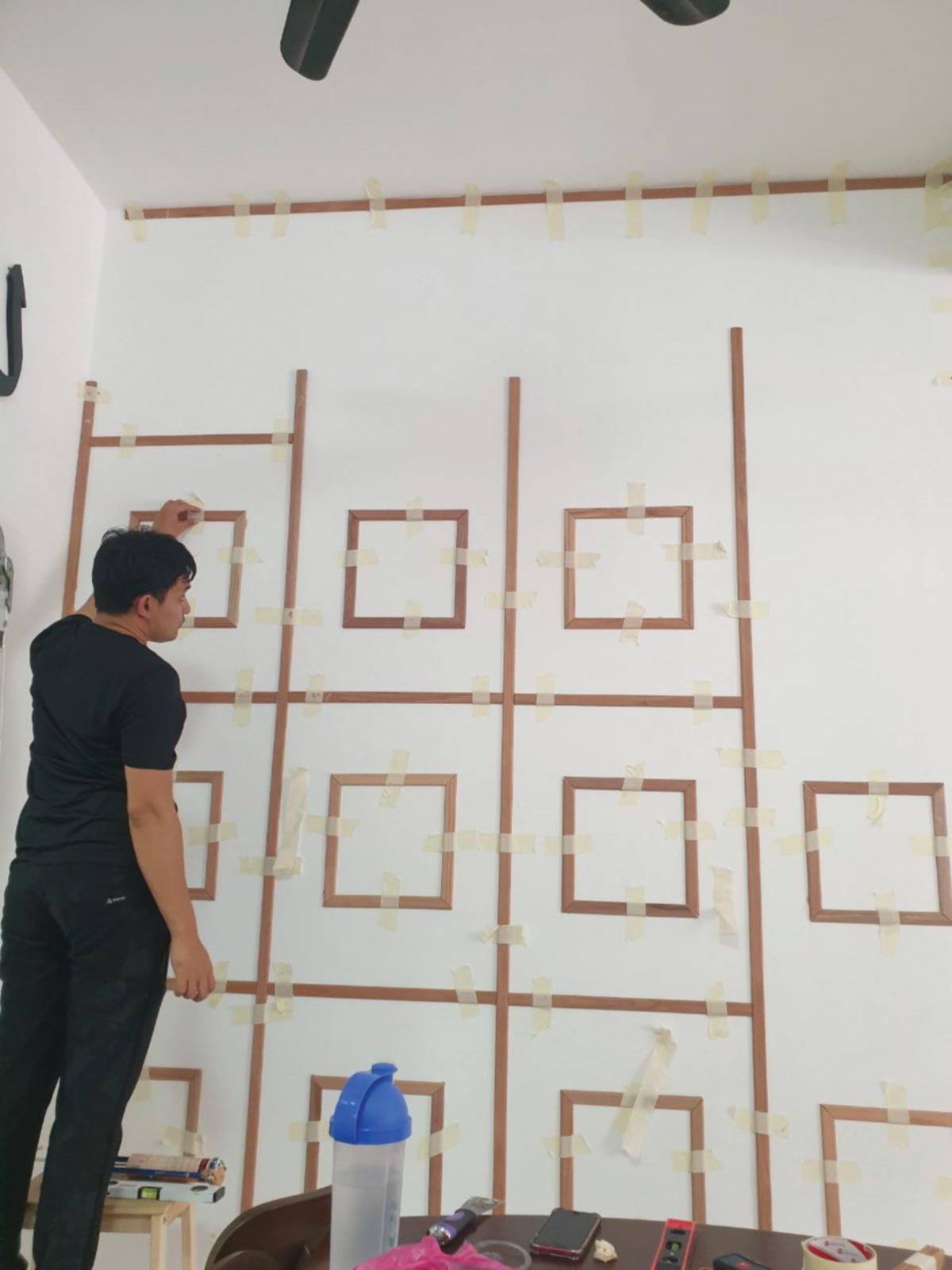 KERJA pemasangan panel kayu