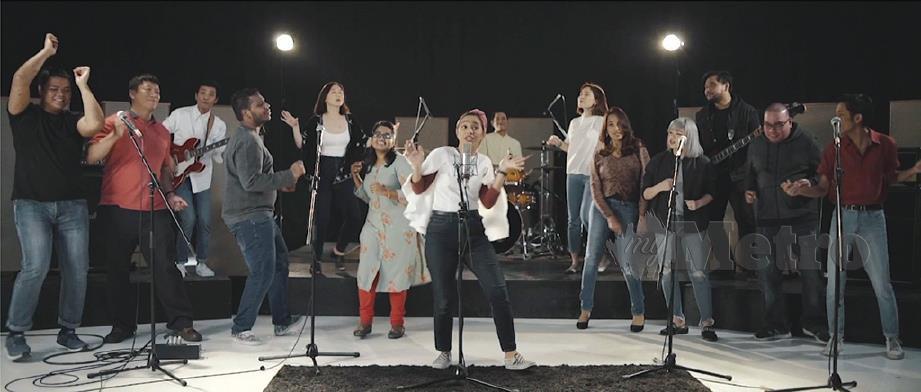 BERGANDINGAN rakam lagu dan video muzik yang membawa mesej penting .