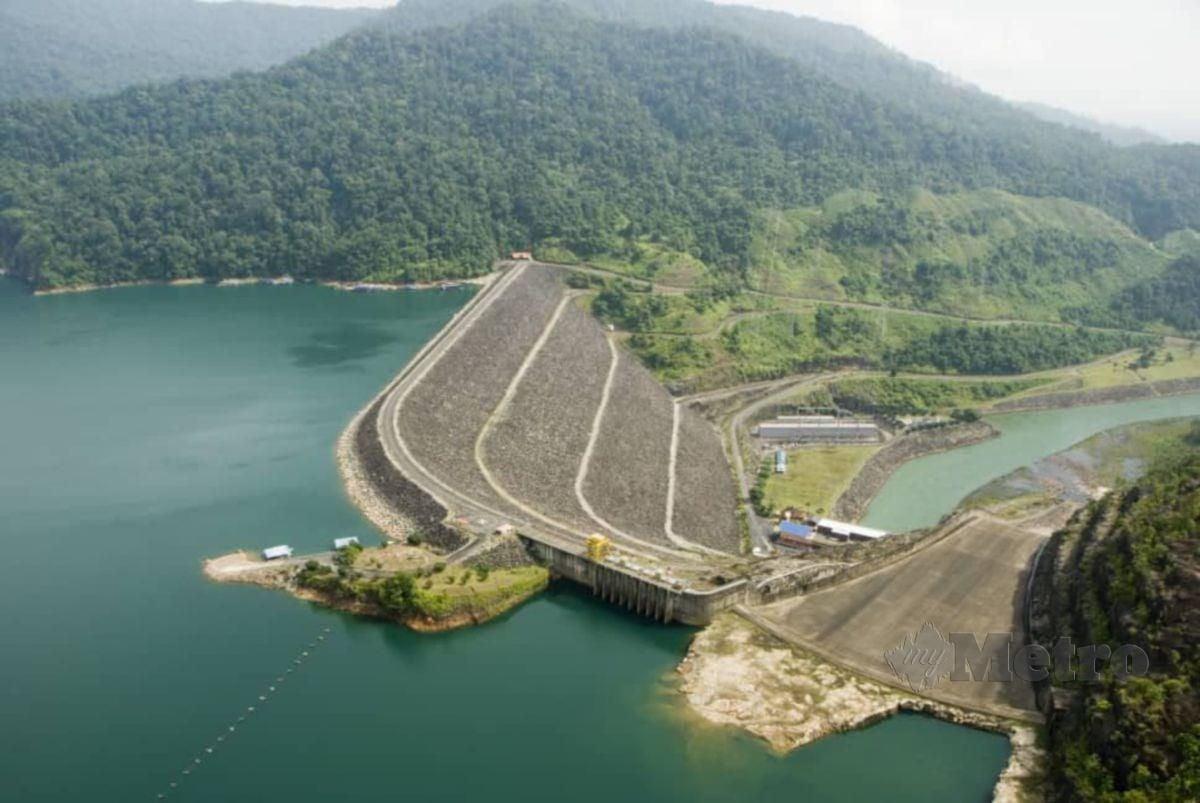EMPANGAN hidroelektrik milik Tenaga Nasional Berhad (TNB) di Stesen Janaelektrik Sultan Mahmud, Kenyir, Terengganu. FOTO IHSAN TNB