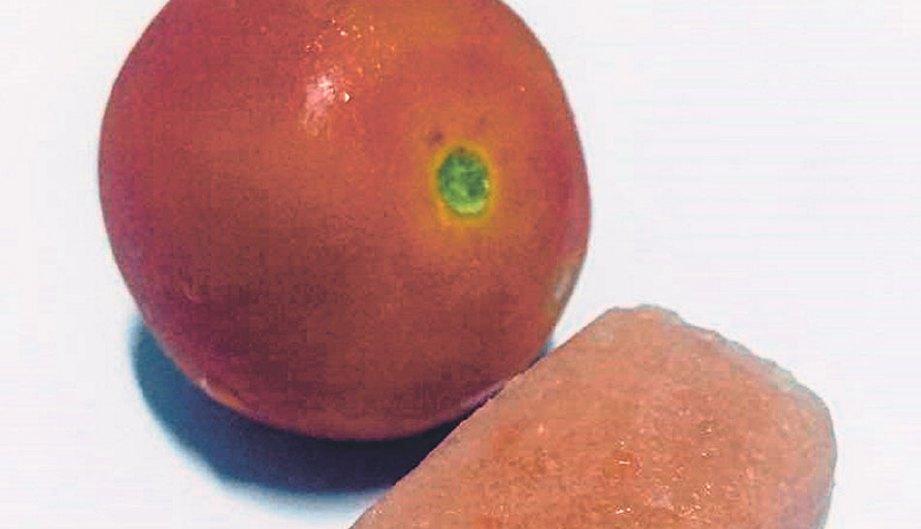 PUPUR tomato berfungsi menghaluskan kulit.