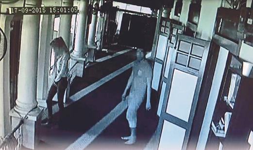 GAMBAR pasangan kekasih pencuri yang dirakam  CCTV di Masjid Assyakirin, Pasir Puteh, Bachang, Melaka.