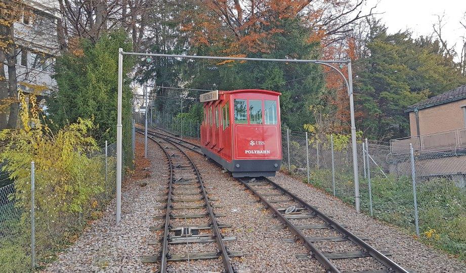 KERETA kabel berlandasan adalah pengangkutan ke Harder Kulm.