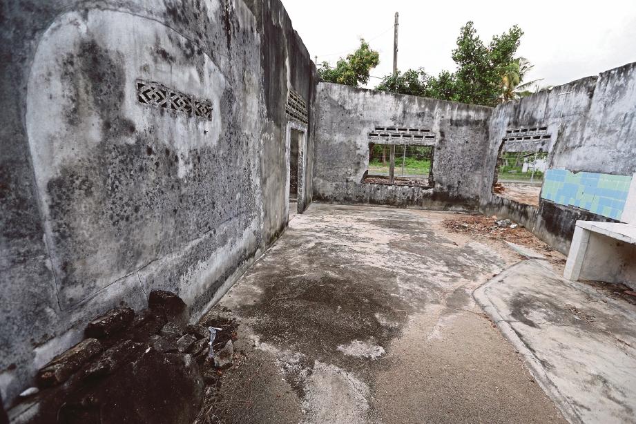 TINGGALAN kediaman yang rosak akibat tsunami. FOTO Zunnur Al Shafiq
