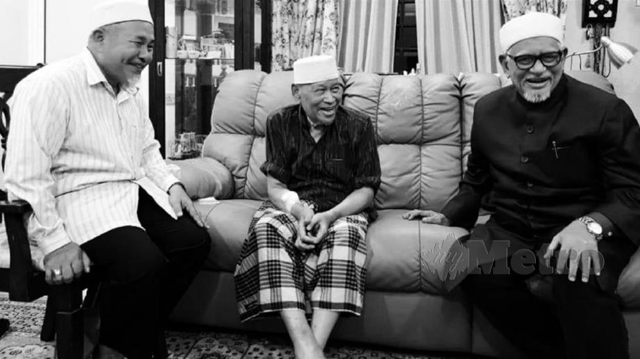 GAMBAR kenangan bersama Allahyarham Ismail yang dimuat naik di Facebook. FOTO Facebook Datuk Tuan Ibrahim Tuan Man