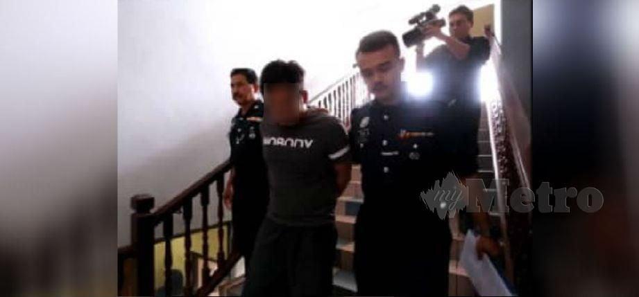 Seorang penganggur dibawa ke Mahkamah Sesyen, Ayer Keroh, Melaka, atas pertuduhan merogol dua remaja perempuan bawah umur di daerah Melaka Tengah, tahun lalu.