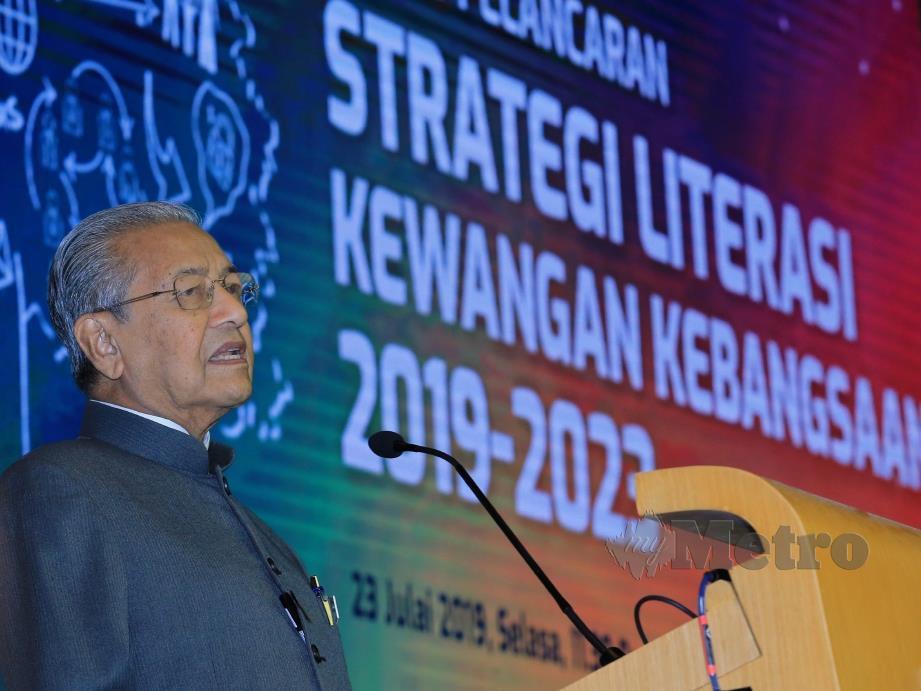 PERDANA Menteri, Tun Dr Mahathir Mohamad menyampaikan ucapan perasmian pada Majlis Pelancaran Strategi Literasi Kewangan Kebangsaan 2019-2023, di Sasana Kijang, Kula Lumpur. FOTO Mohd Yusni Ariffin.