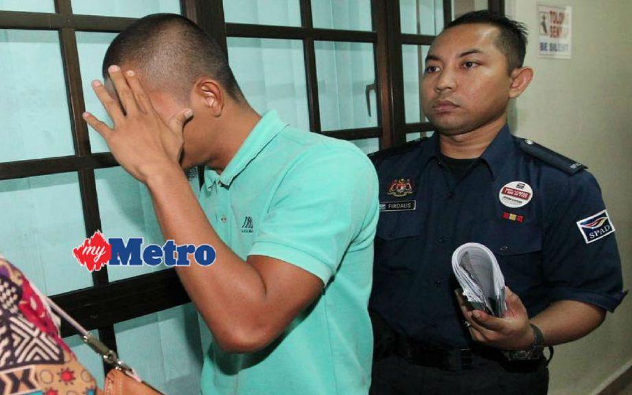 Jefri didenda RM1,500 oleh Mahkamah Majistret Trafik, hari ini, selepas mengaku bersalah memujuk dan mendesak untuk menawarkan perkhidmatan bagi membawa penumpang tanpa kuasa sah. FOTO Mohd Azren Jamaludin
