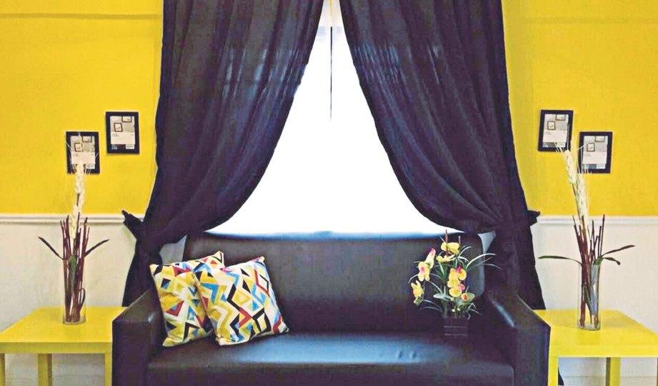 RONA kuning untuk ruang tamu beri elemen ceria kepada rumah lama.