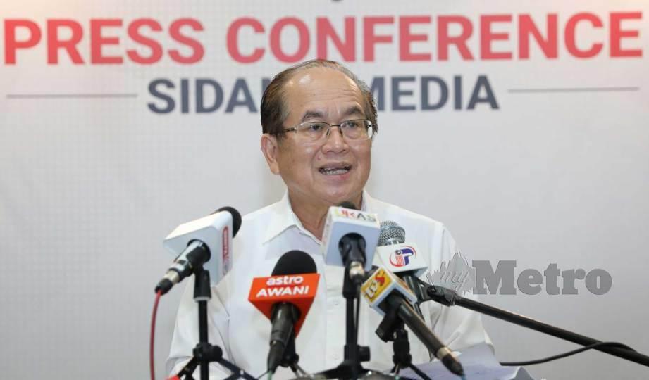 DOUGLAS Uggah Embas pada sidang media harian perkembangan Covid-19 Sarawak hari ini. FOTO Mohd Roji Kawi