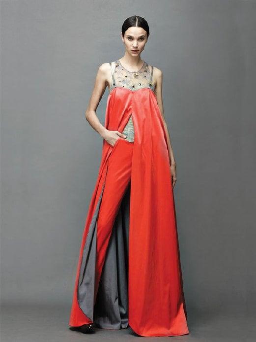 REKAAN unik ditampilkan pada gaun labuh.