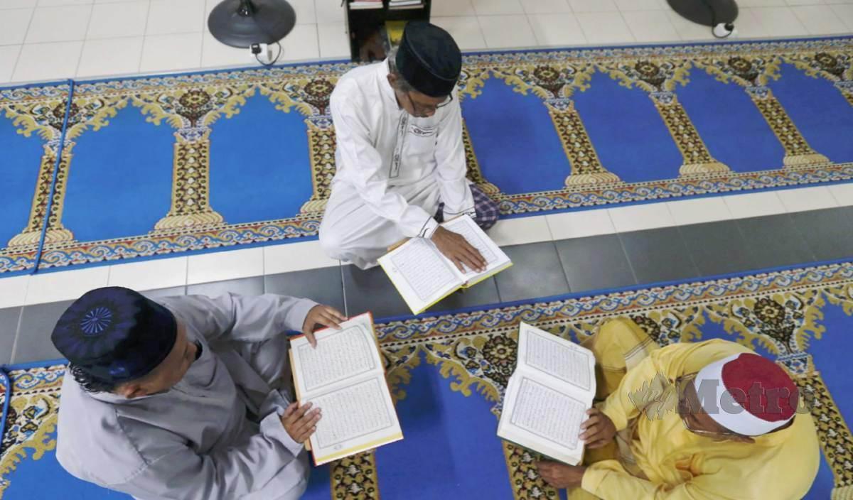 AL-QURAN bukan sekadar untuk dibaca tapi perlu dihayati dan digali khazanah terkandung di dalamnya. FOTO Arkib NSTP