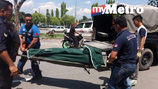 Wanita Myanmar yang dikelar sampai mati diusung ke kenderaan polis. FOTO Hafidzul Hilmi Mohd Noor
