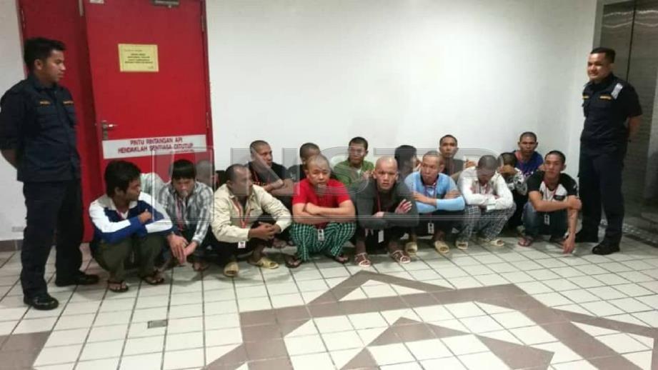 Semua tertuduh warga Vietnam yang didakwa di Mahkamah Sesyen Kuala Terengganu. FOTO Zatul Iffah Zolkiply.