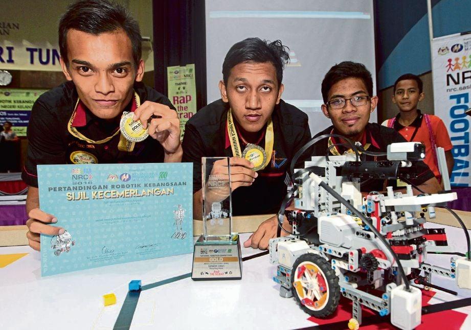 PELAJAR KV dalam pertandingan robotik kebangsaan.