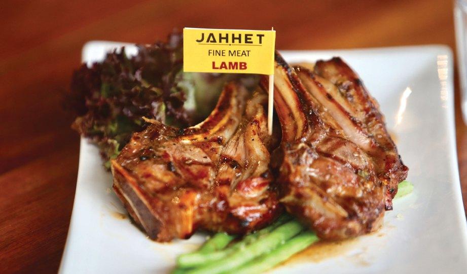 SAIZ hidangan besar selain persembahan unik setanding restoran mewah.