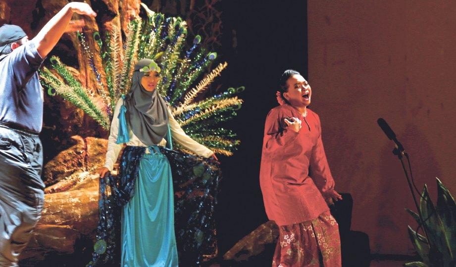 PELAKON teater mengambil masa dua bulan berlatih teater kanak-kanak Celaga Sakti.
