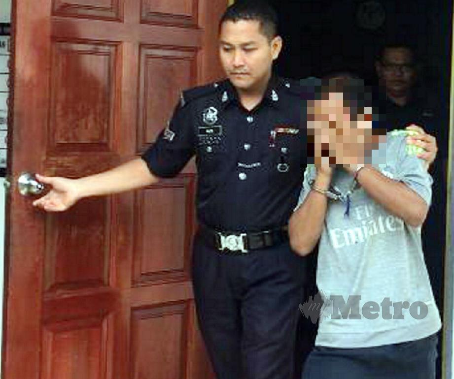 TERTUDUH dibawa keluar dari mahkamah. FOTO Dziyaul Afnan Abdul Rahman