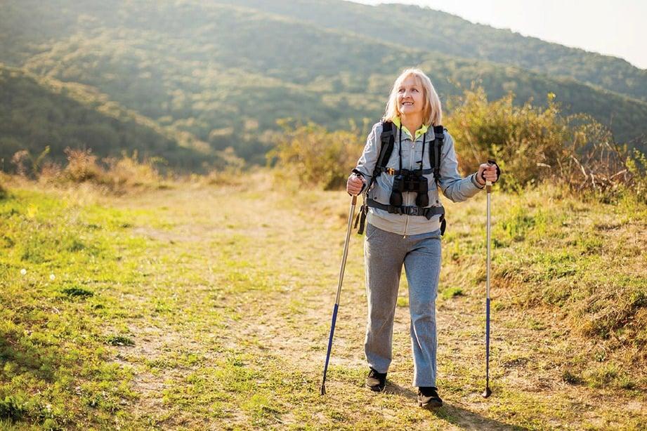 MENDAKI gunung dan bukit antara kegiatan yang boleh menjadikan tubuh badan lebih sihat pada usia melebihi 50 tahun.