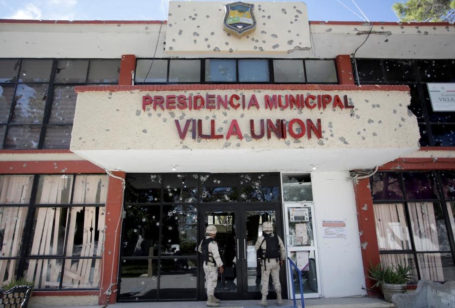 VILLA Union  selepas pertempuran senjata antara polis dan penceroboh, di perbandaran Villa Union,  Mexico. FOTO Reuters