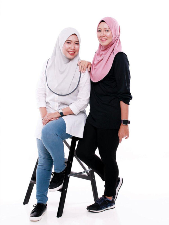 TARA (kiri) dan Natasya bergabung menghasilkan FITscarf.