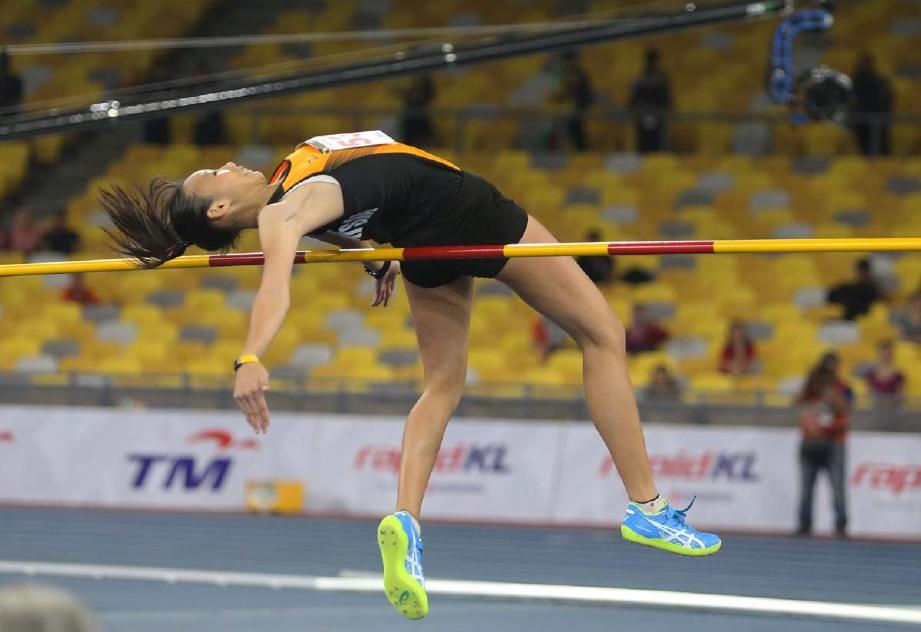 Aksi Yap Sean Yee ketika peringkat akhir lompat tinggi wanita di Stadium Nasional Bukit Jalil, hari ini. - Foto YAZIT RAZALI