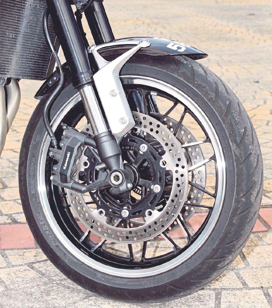 BREK cakera berkembar dengan fungsi ABS.